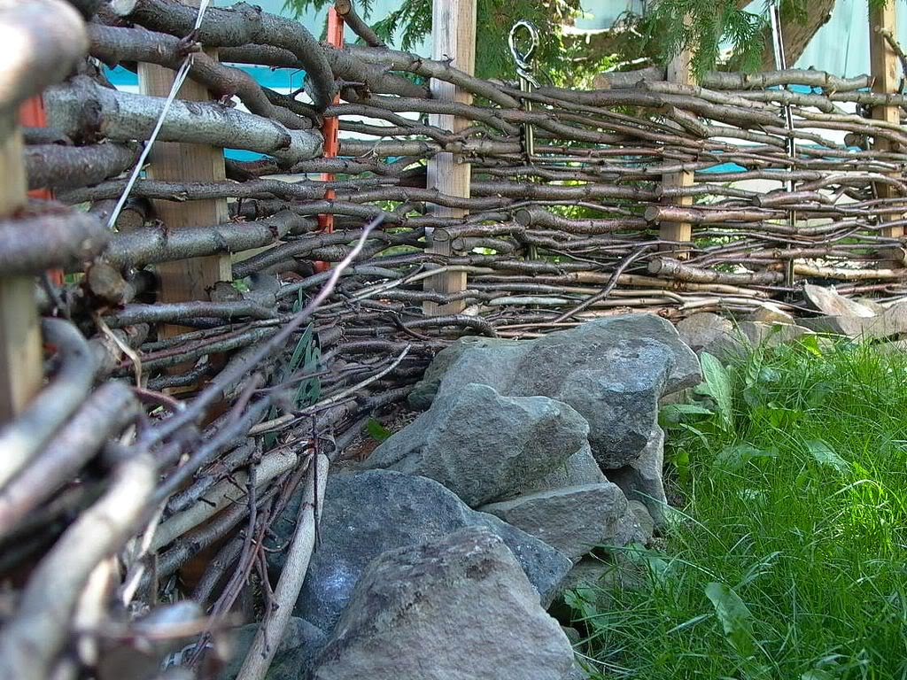 Wattle Fencing Retreat To The Mountains
